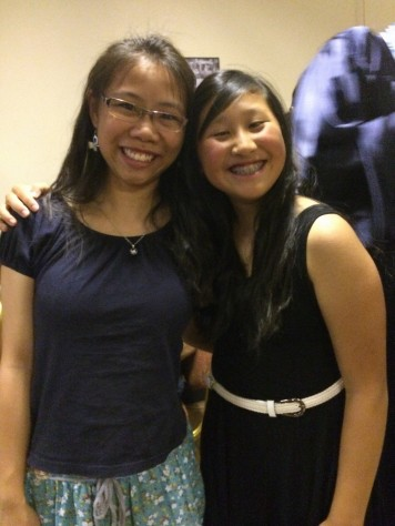 Joani took a photo with Kai En during the Tutorial school graduation.