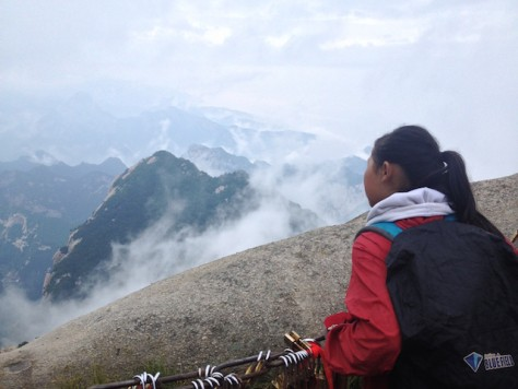 On the West Peak, the clouds appears and disappears constantly.