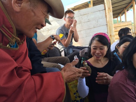An elder handed each of us his snuff bottle to sniff despite we had no snuff bottle to exchange with him.