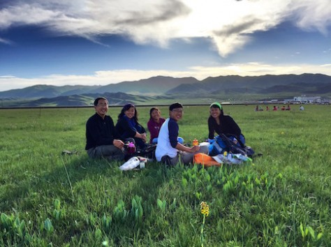We had a picnic with a big tub of yoghurt with 老干妈 chili and Mongolian wild green onion at the Tibetan grassland.