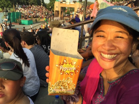 The border crossing closing ceremony was like a college football game, even has popcorns!