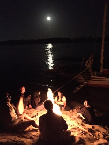 Singing and drumming at the shore of the Nile next to the bonfire and with the full moon on the sky was a great end to a great birthday.