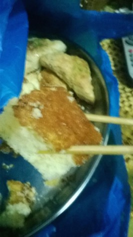 Bel sent a photo over Whatsapp, showing him practice using the chopsticks by picking up the lemon cake.