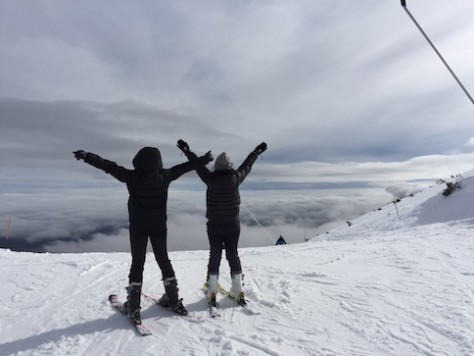 Olivia and Joani also enjoyed the view of the sea of clouds from the top of the intermediate slope.